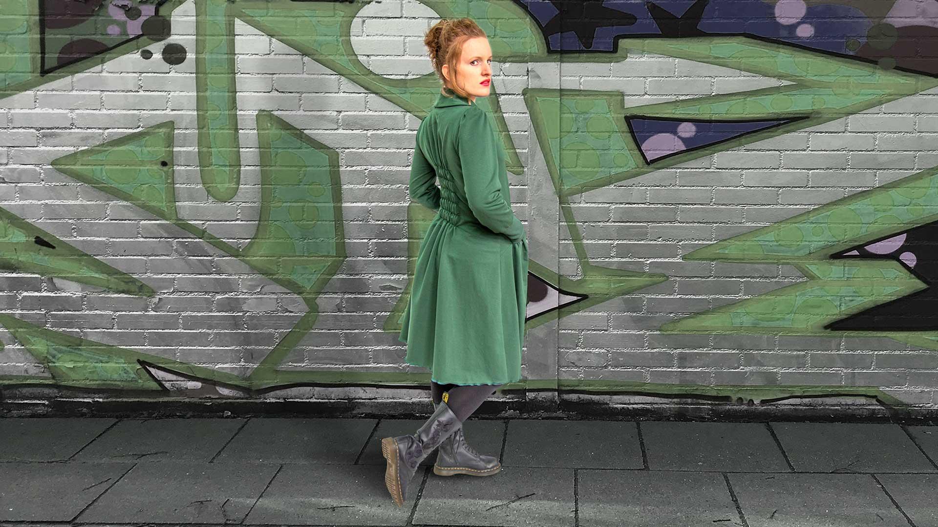 grüner Mantel Kleider von Ewa Kuich