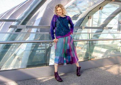 Kleider von Ewa Kuich Sweatshirt oversized mit Farbcharakter und Spitze, kartierter Rock aus Tüll Stoff mit Viscose Futter